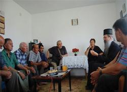 Владика Теодосије посетио Србе у Талиновцу и позвао их да истрају са вером у Бога