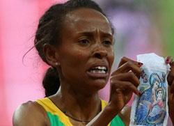 Златна олимпијска шампионка претрчала стазу са иконом Мајке Божје