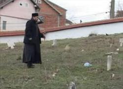 Косовска полицајка оптужила свештенике за скрнављење гробља