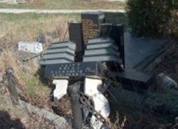 Срушено више од 50 надгробних споменика у Косову Пољу