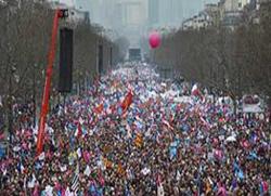 Масовни протест против геј бракова у Паризу