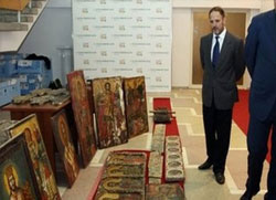 Заплењено више од 1000 фресака, икона и слика