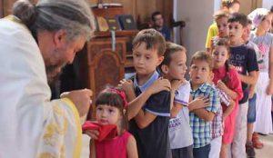 Деца у цркви