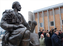Андрићград: Откривен споменик Његошу