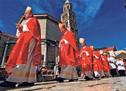 Католичка црква на челу хајке против ћирилице!