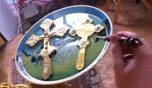 Више од 15 икона и крстова мироточи у руској сеоској цркви