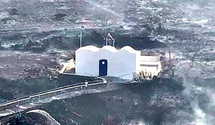Црква нетакнута у пожару (видео)